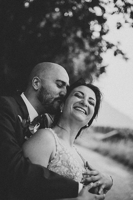 Natürliches Brautpaarfoto